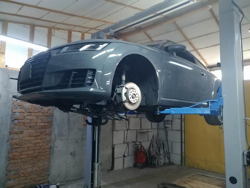 Audi TT в процессе ремонта