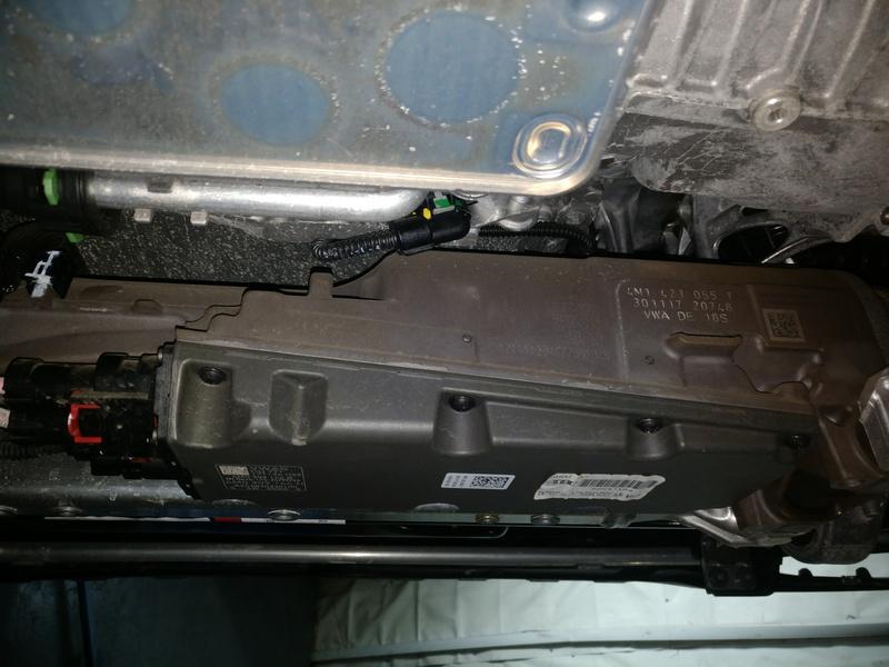 Внешний осмотр рулевой рейки на Audi Q7