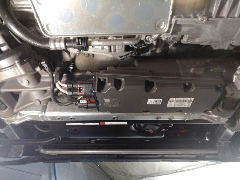 Внешний осмотр блока управления рулевой рейки Audi Q7