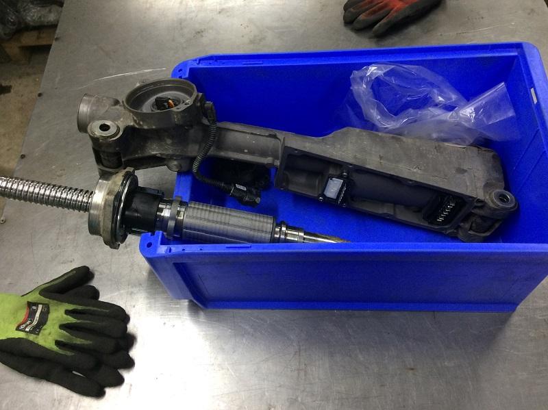 Розбирання рульової рейки ЭУР AUDI A4 (8K2, B8) 2011-2018 і дефектовка її механіки