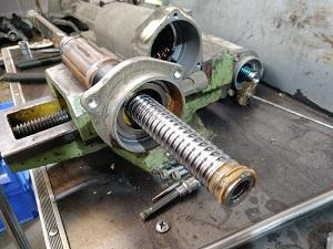Электро рейка Ауди AUDI в ремонте - вал с ротором, опорный подшипник, корпус